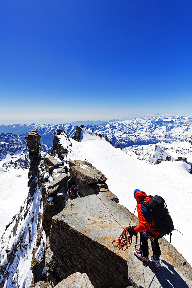 Europe, Italy, The Alps, Aosta valley, Grand Paradiso, Madonna summit 4059m, climbers on the summit