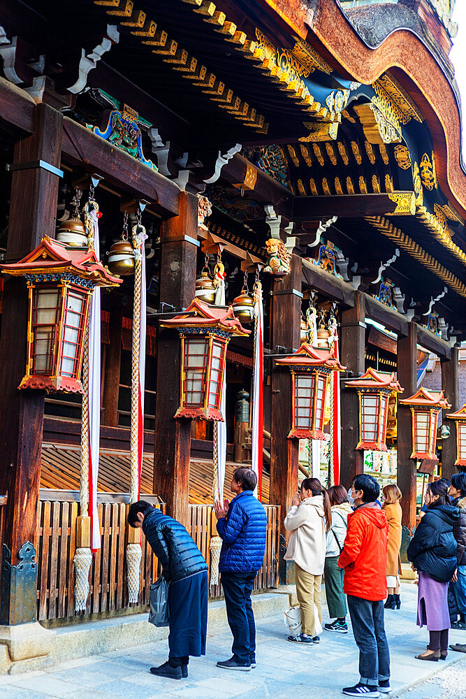 Japan, Kansai, Kyoto, worshippers at Kitano Tenmangu Shrine
