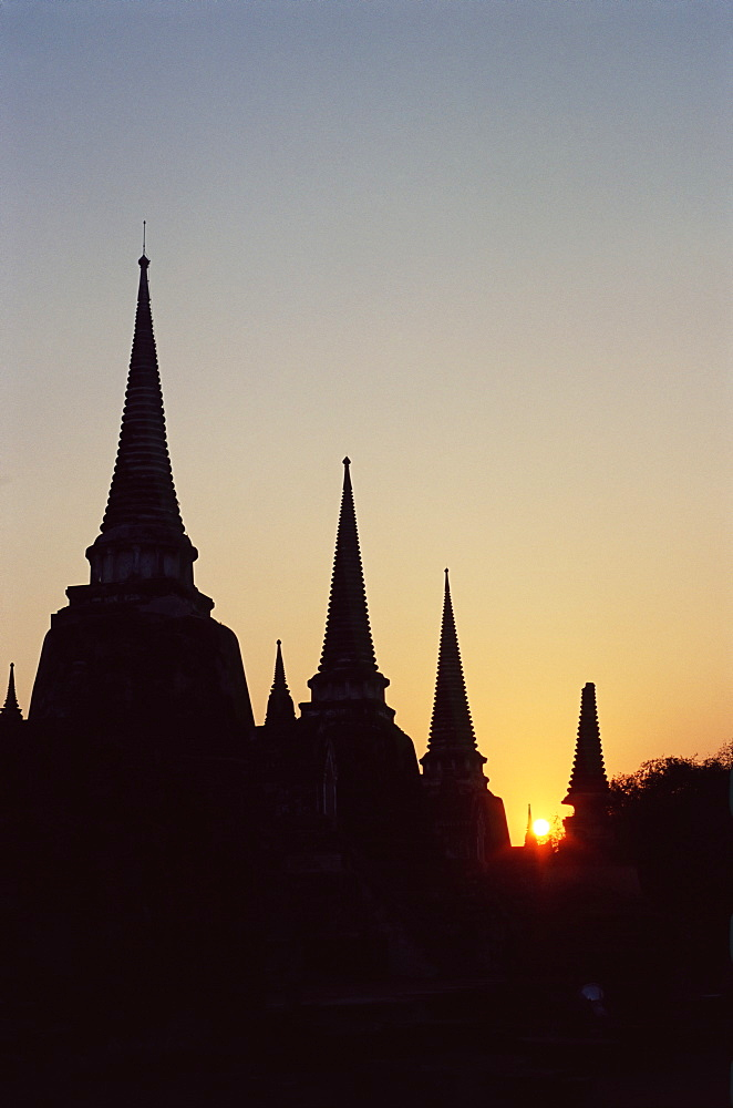 Chedis (pagodas) (stupas) in silhouette at sunset, Buddhist temple of Wat Phra Si Sanphet dating from 1300 AD in Ayuthaya (Ayutthaya), Thailand, Southeast Asia, Asia