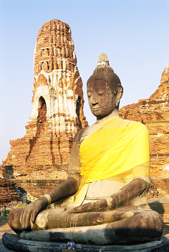 Sitting Buddha statue and chedi (pagoda) (stupa) at Buddhist temple of Wat Phra Mahathat, dating from 1300 AD, Ayuthaya (Ayutthaya), Thailand, Southeast Asia, Asia