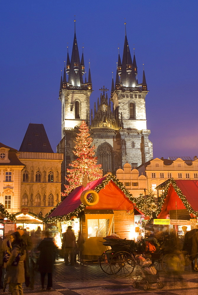 Christmas market at Staromestske (Old Town Square) with Gothic Tyn Cathedral, Stare Mesto (Old Town), UNESCO World Heritage Site, Prague, Czech Republic, Europe