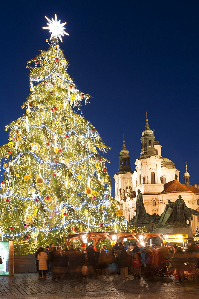 Old Town Square Christmas Market with Christmas Tree, Jan Hus Monument and Baroque Church of St. Nicholas at twilight, Old Town, UNESCO World Heritage Site, Prague, Czech Republic, Europe - 737-688