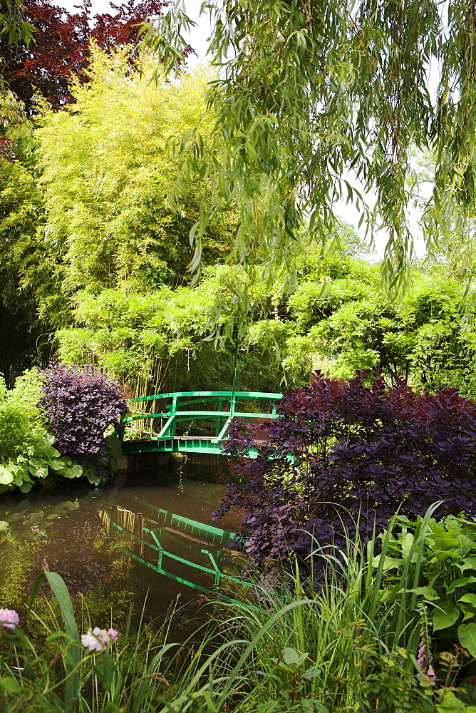 Claude Monet's Garden, the bridge over the lily pond, the inspiration for many of Monet's paintings, Giverny, Normandy, France, Europe - 739-1345