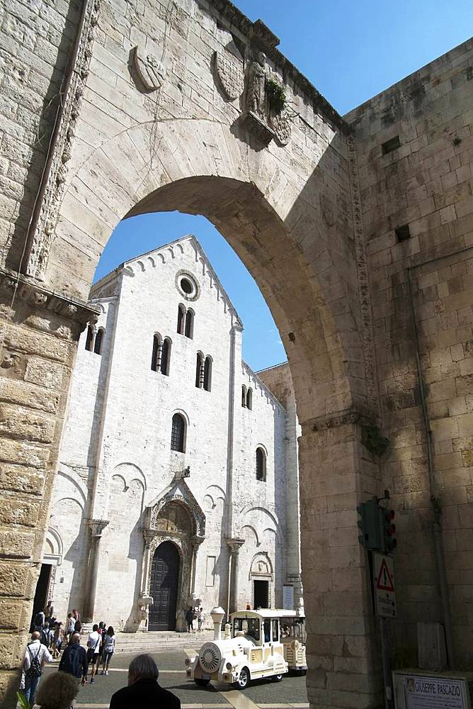 The cathedral of Saint Nicol, Patron Saint of the city, Bari, Puglia, Italy, Europe - 739-1383