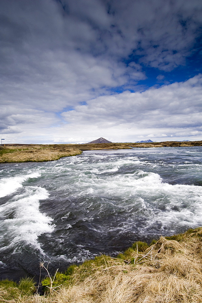 River Laxa flowing out of Lake Myvatn, Skutustaoir near Reykjahlid, Iceland, Polar Regions