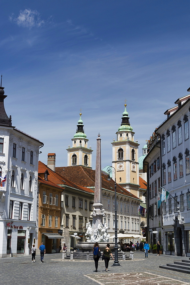 Robba fountain in Town Square and the Cathedral of Saint Nicholas in the background, Ljubjlana, Slovenia, Europe