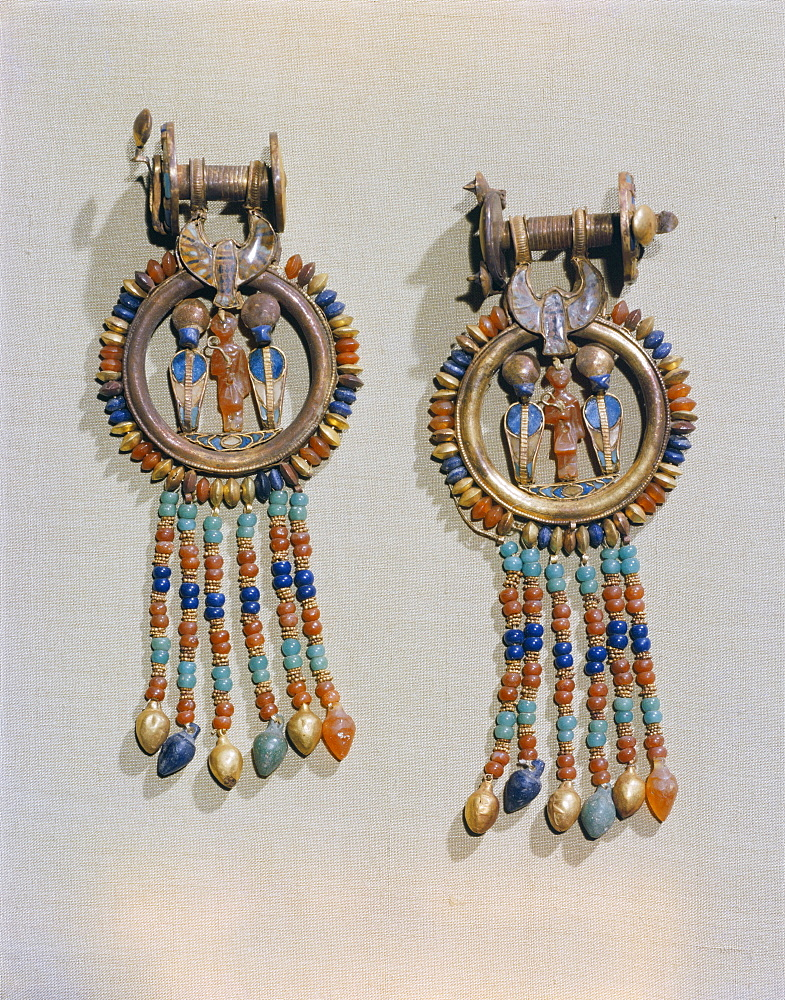 Earrings which show the king flanked by two sacred serpents in the centre of the clip, from the tomb of the pharaoh Tutankhamun, discoverd in the Valley of the Kings, Thebes, Egypt, North Africa, Africa - 744-93