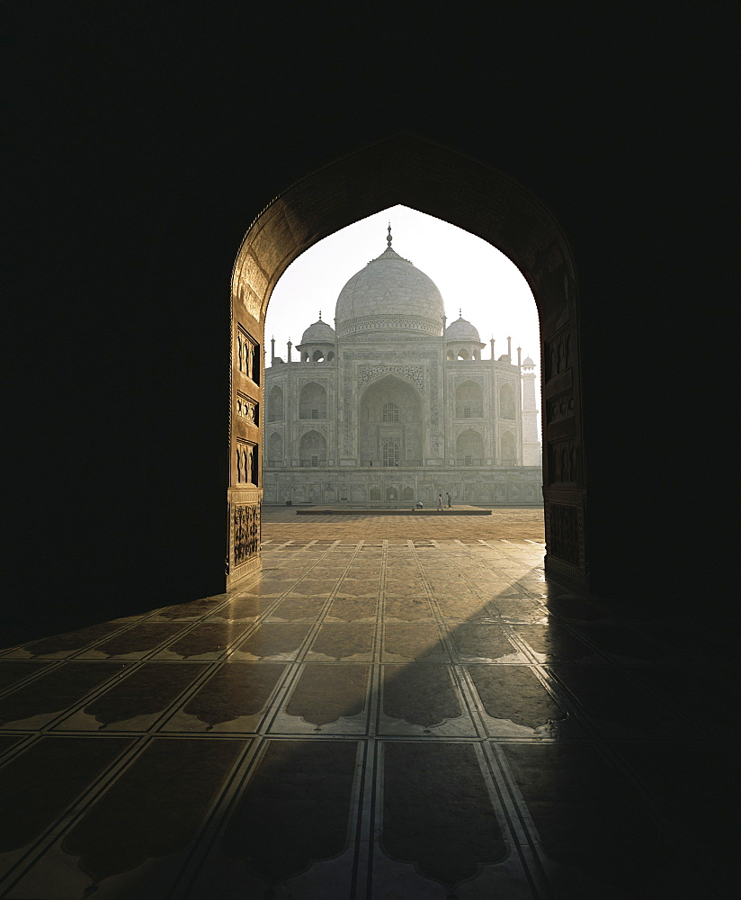 Taj Mahal, UNESCO World Heritage Site, seen through gateway, Agra, Uttar Pradesh state, India, Asia - 745-62