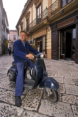 Giovanni de Rosa, horseshoer, Sant'agata De Goti, Campania, Italy