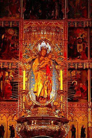Statue, Catedral de Nuestra Senora de la Almudena, Madrid, Spain, Europe