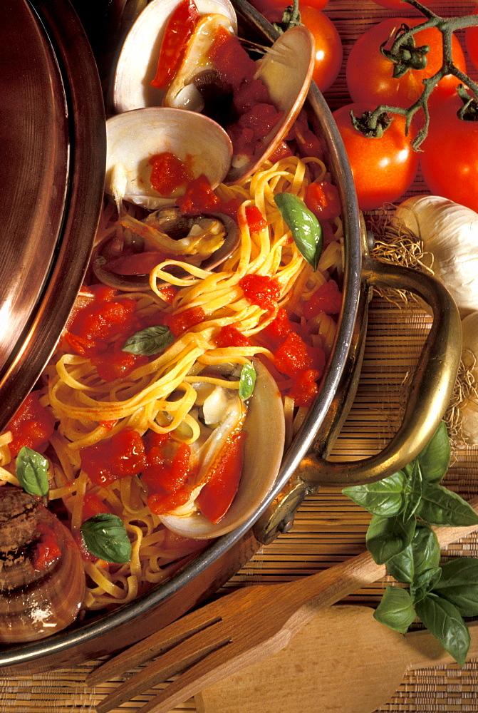 Spaghetti with Fasolari shellfishes, Italy