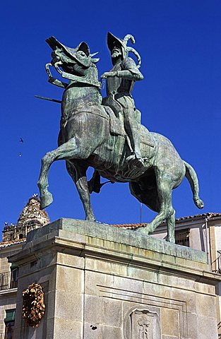 Francisco Pizarro monument, Plaza Major, Trujillo, Extremadura region, Spain, Europe