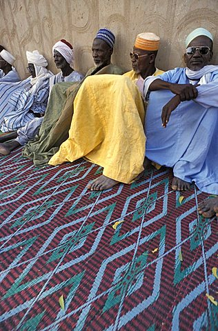 Men sitting, Republic of Niger, West Africa, Africa