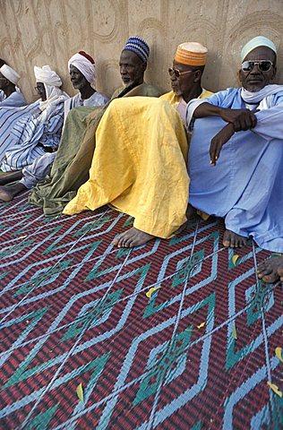 Men sitting, Republic of Niger, West Africa, Africa