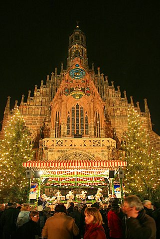 Christmas market and Frauenkirche, Nurnberg, Bavaria, Germany, Europe