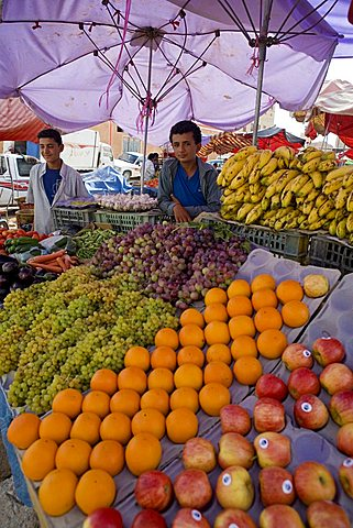 Fruit market, Al Gatan, Shibam outskirts, Yemen, Middle East
