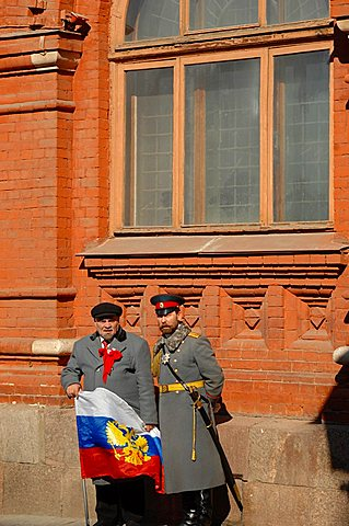 Lenin & Tzar Nicolai II sosias; Red Square; Moscow; Russia