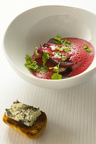 Beetroot en cocotte with pine tree essence, Emmanuel Renaud chef, Megéve, Savoie, France, Europe