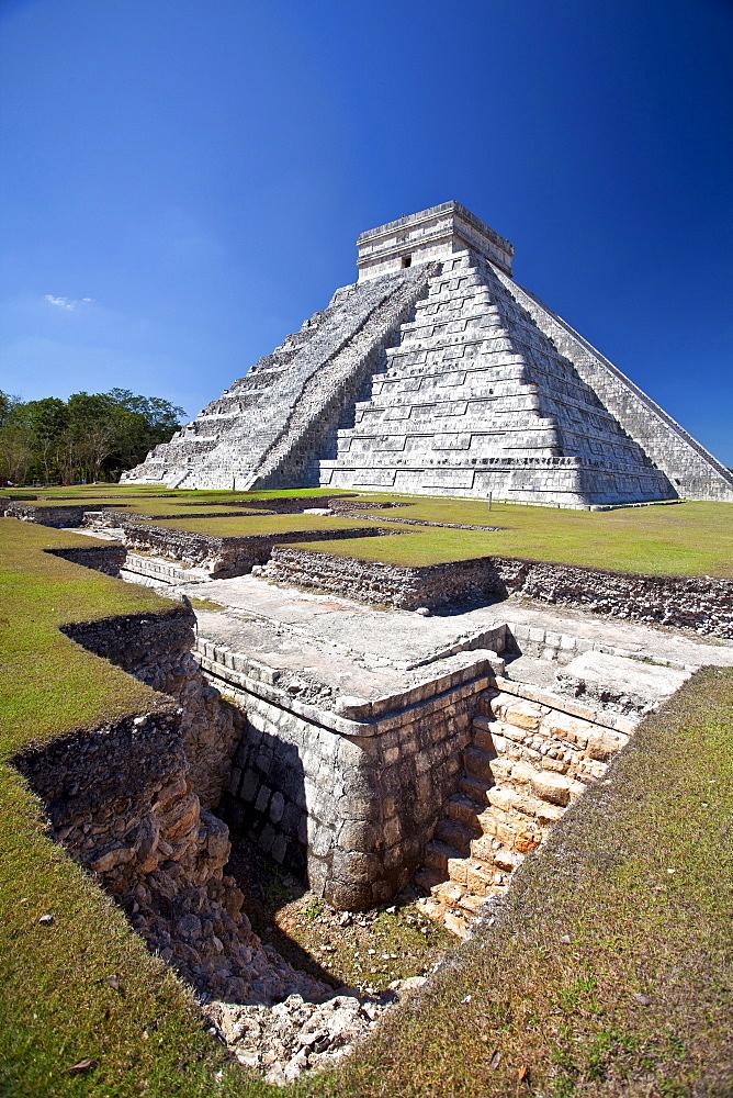 Chichen Itza, archaeological site Maya, El Castillo, Yucatan, Mexico, America