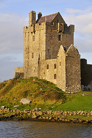 Dunguaire Castle near Kinvarra, Galway Bay, County Galway, Republic of Ireland, Europe