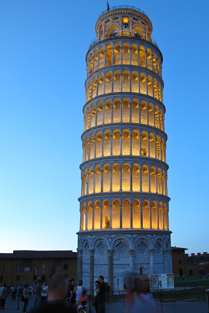 Italy, Tuscany, Pisa, the leaning tower by night