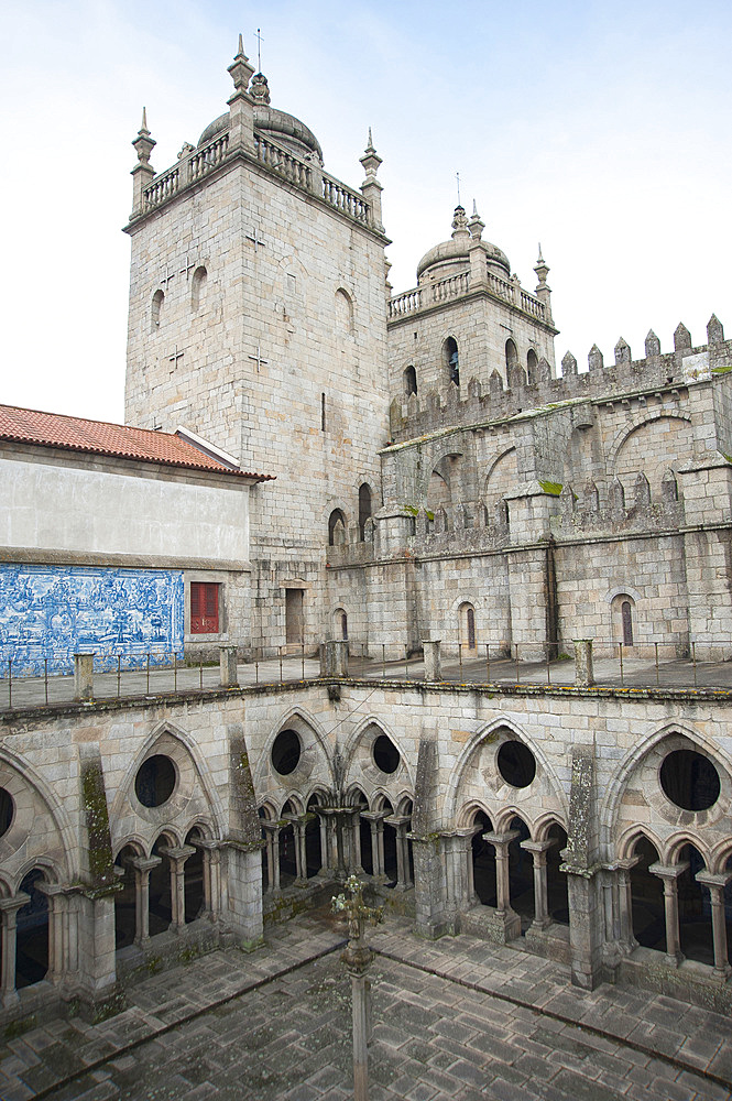 Cathedral, City Porto (Oporto) at Rio Douro. The old town is listed as UNESCO world heritage. Portugal, Europe