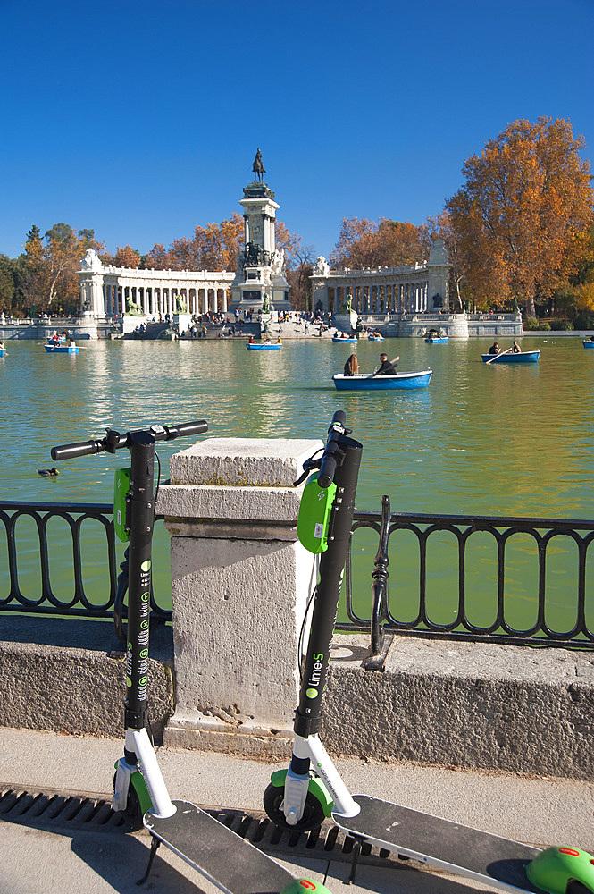 Estanque grande del Retiro, Parco del Buen Retiro, Madrid, Spain, Europe