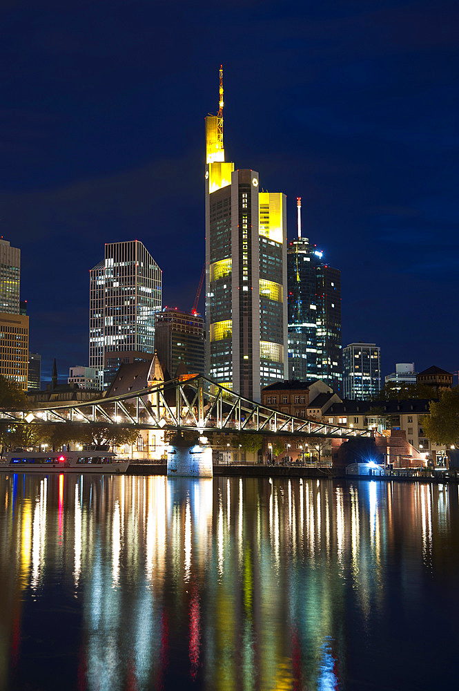 Commerzbank Skysraper and Eiserner Steg, Frankfurt am Mein, Frankfurt, Hesse, Germany, Europe