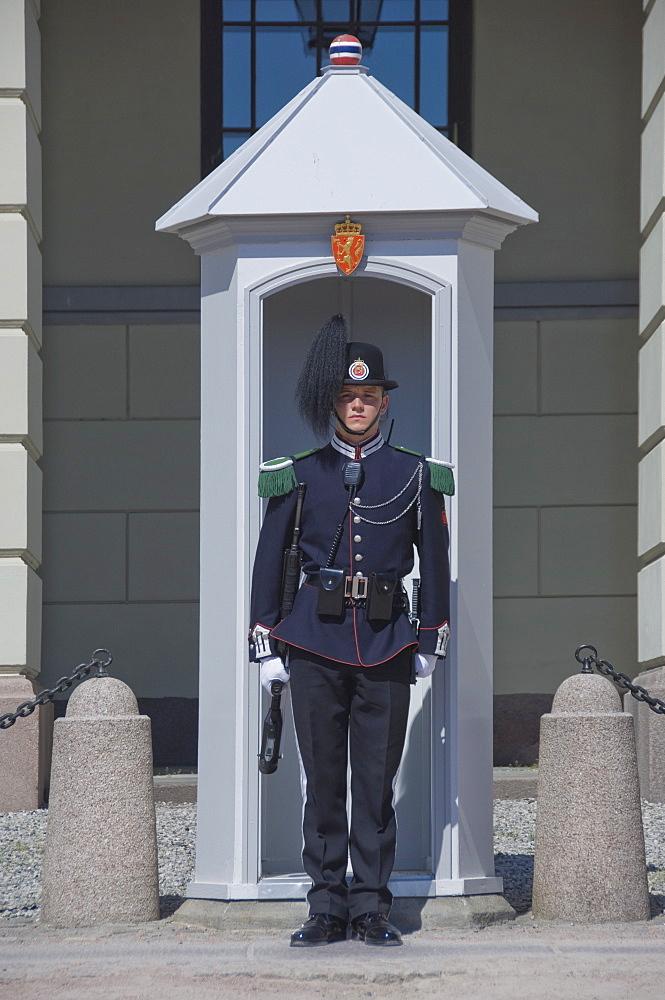 Sentry duty at the Royal Palace, Oslo, Norway, Scandinavia, Europe