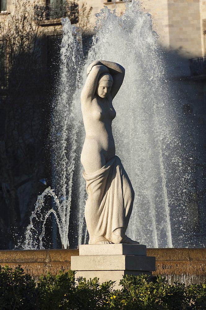 Nude statue, Placa de Lesseps, Barcelona, Catalunya, Spain, Europe