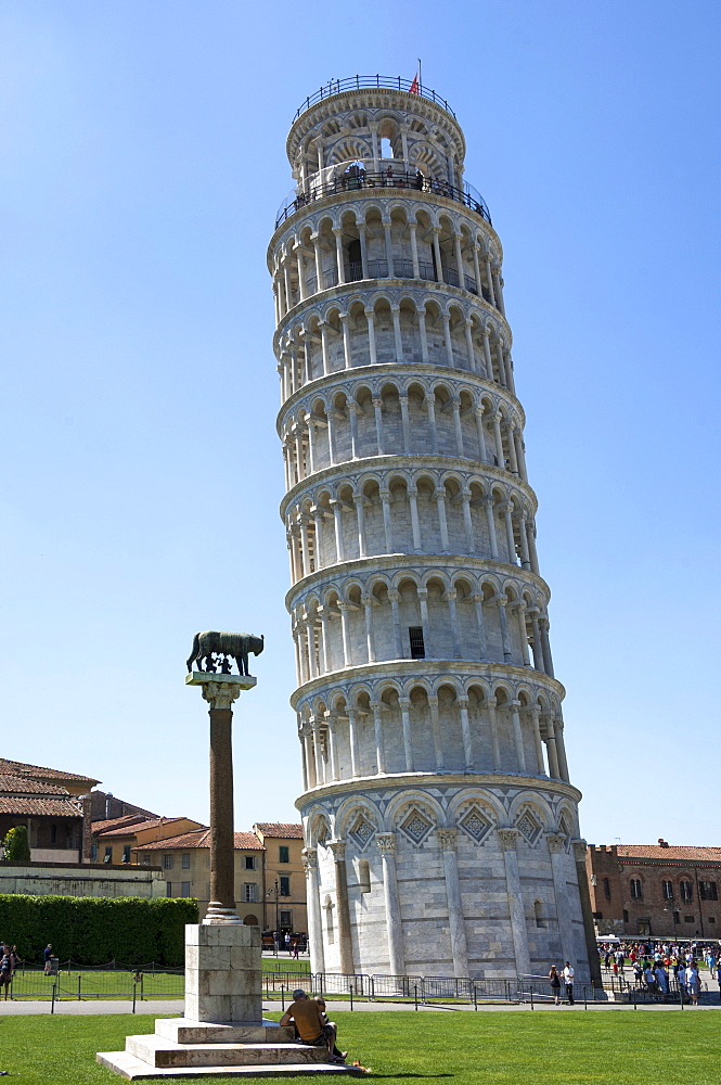 The Leaning Tower of Pisa with the Wolf of Rome column, UNESCO World Heritage Site, Pisa, Tuscany, Italy, Europe