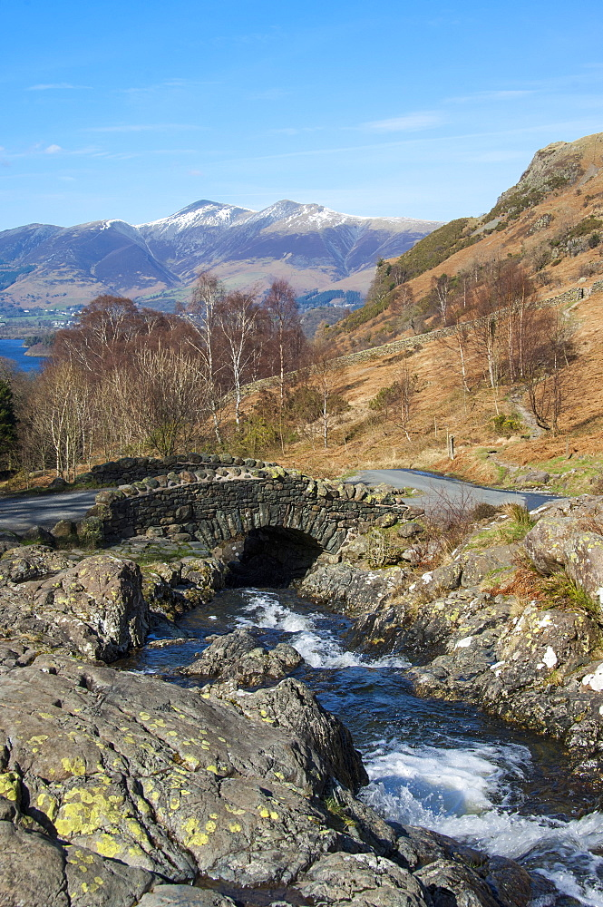 Ashness Bridge overlooking Lake Derwentwater and Skiddaw, Keswick, Northern lakes, Lake District National Park, Cumbria, England, United Kingdom, Europe