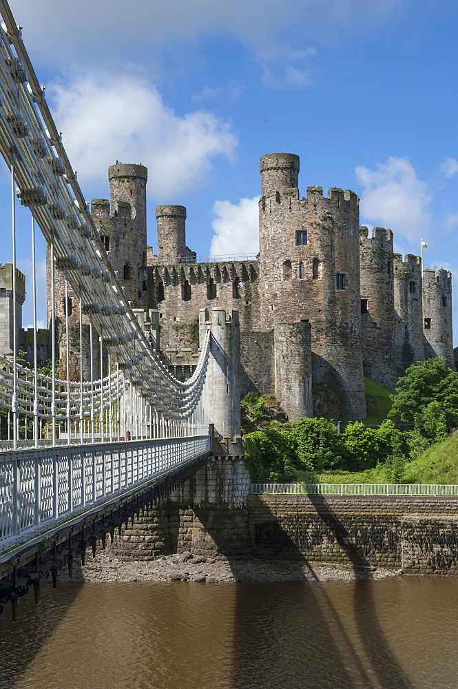Suspension Bridge, built by Thomas Telford and opened in 1826, and Conwy Castle, UNESCO World Heritage Site, Conwy (Conway), Conway County Borough, North Wales, United Kingdom, Europe - 747-1874
