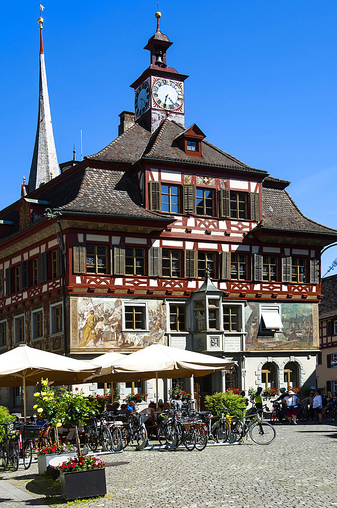 Rathaus (Townhall), cyclists, Stein am Rhein, Canton of Schaffhausen, Switzerland, Europe - 747-1930