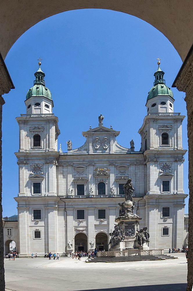 The 17th century Baroque Cathedral of St. Rupert and St. Vergilius, Marian Statue, Salzburg, UNESCO World Heritage Site, Austria, Europe