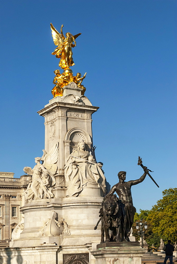 Queen Victoria Monument, Buckingham Palace, The Mall, London, England, United Kingdom, Europe - 747-1979