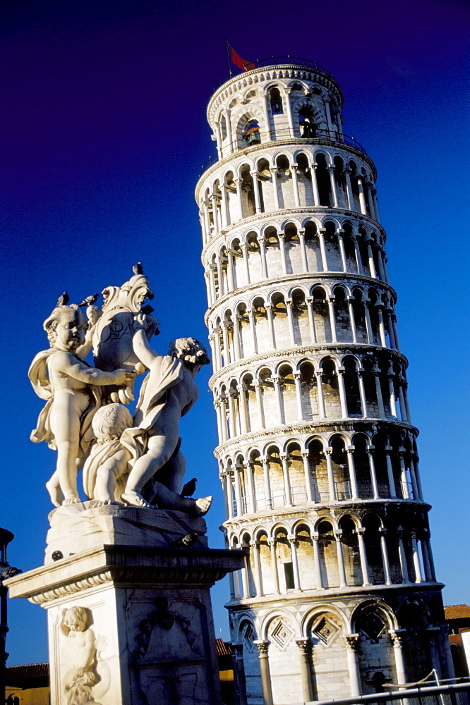 the leaning tower of pisa Leaning tower of pisa: leaning tower of pisa, medieval structure in pisa, italy, that is famous for the settling of its foundations, which caused it to lean 55 degrees (about 15 feet [45 metres]) from the perpendicular in the late 20th century.