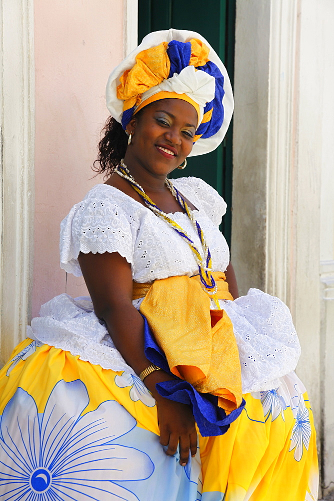 Bahian woman in traditional dress at the Pelourinho district, Salvador (Salvador de Bahia), Bahia, Brazil, South America  - 749-1171
