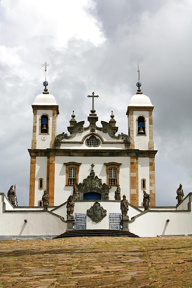 The Basilica do Bom Jesus de Matosinhos, UNESCO World Heritage Site, with statues of the prophets by Aleijadinho, Congonhas, Minas Gerais, Brazil, South America
