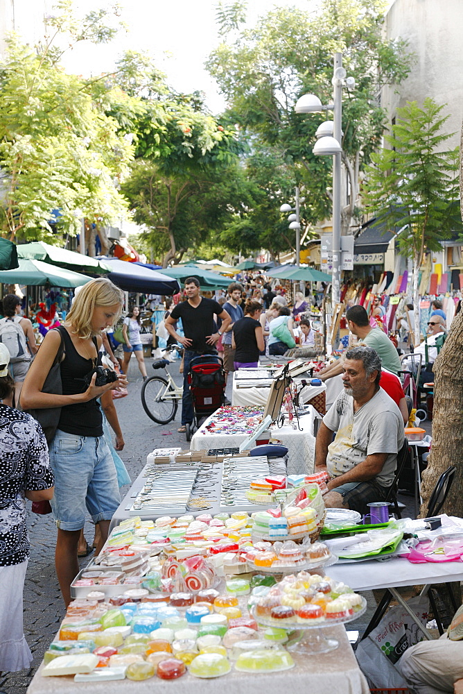 The crafts market on Nachalat (Nahalat) Binyamin Street, Tel Aviv, Israel, Middle East