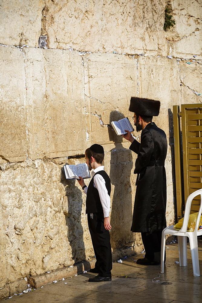Jewish people praying at the Western Wall (Wailing Wall), Jerusalem, Israel, Middle East