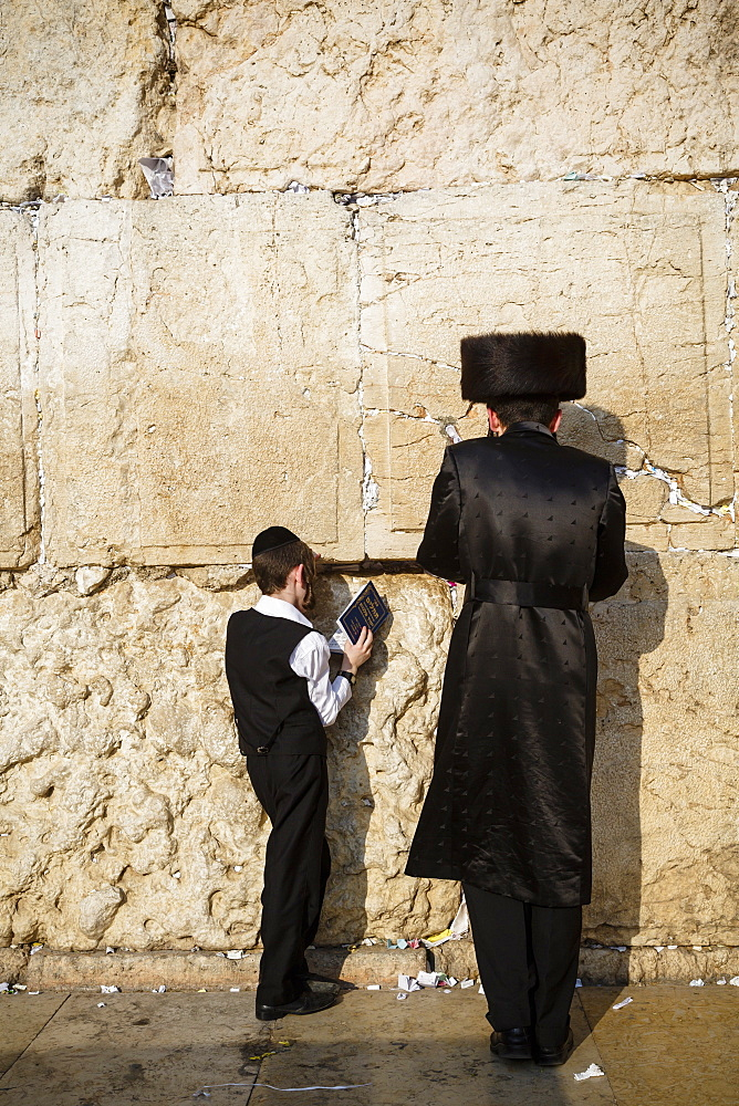 Jewish people praying at the Western Wall (Wailing Wall), Jerusalem, Israel, Middle East