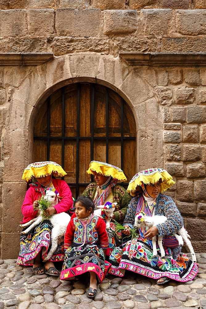 Quechua women in traditional dress at Calle Loreto, Cuzco, Peru, South America