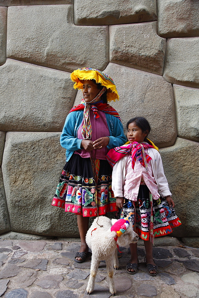 Portrait of Quechua mother and daughter, Cuzco, Peru, South America