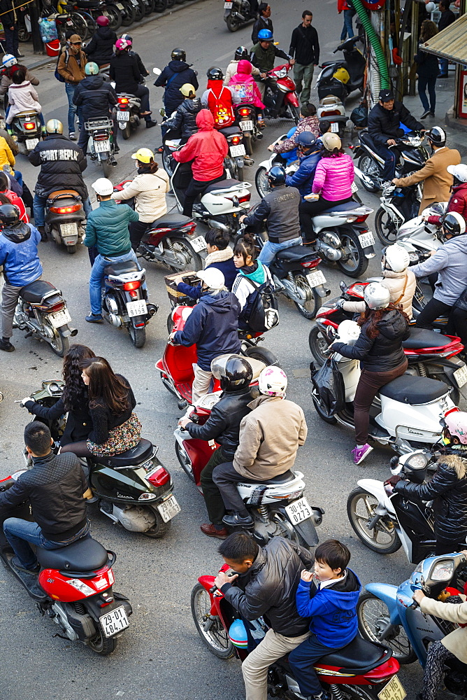 Busy traffic in the old quarter, Hanoi, Vietnam, Indochina, Southeast Asia, Asia