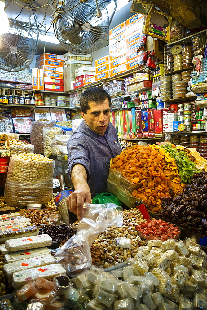 Shop at the Arab souk, covered market, in the Muslim Quarter of the Old City, Jerusalem, Israel, Middle East