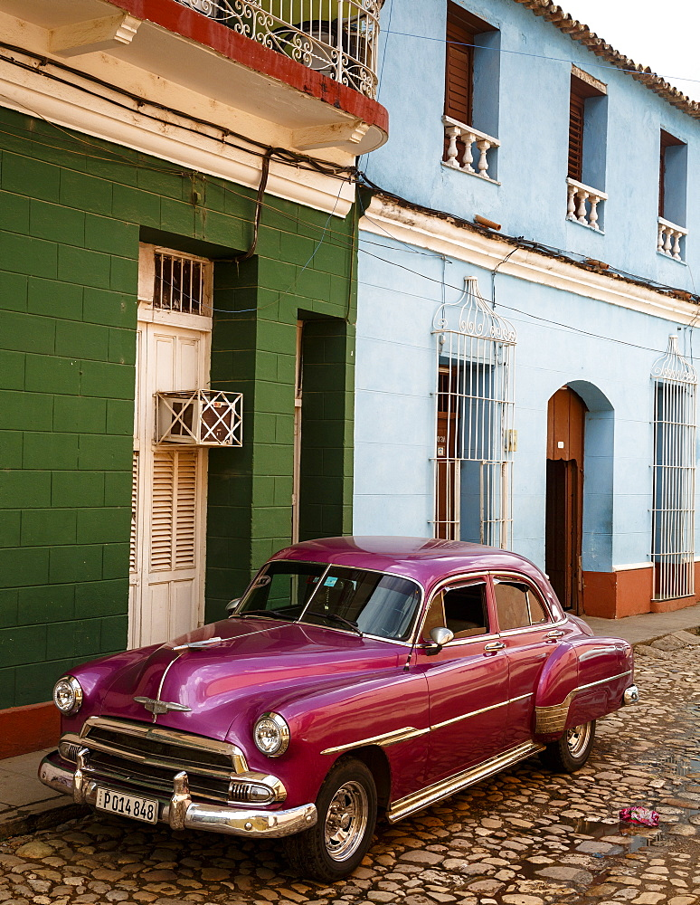 Old American vintage car, Trinidad, Sancti Spiritus Province, Cuba, West Indies, Caribbean, Central America - 749-2319