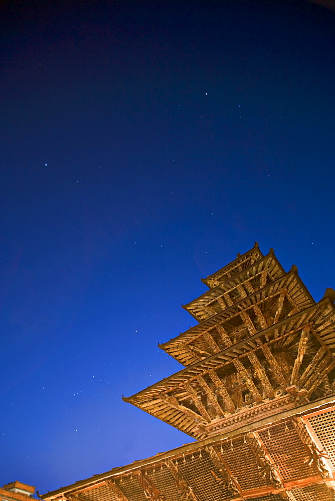 The constellation of Orion, in sky at bottom right and the five tiered pagoda roof of the Kumbeshwar temple, dating from 1392, one of two five tiered temples in the valley. Patan, Kathmandu Valley, UNESCO World Heritage Site, Nepal, Asia