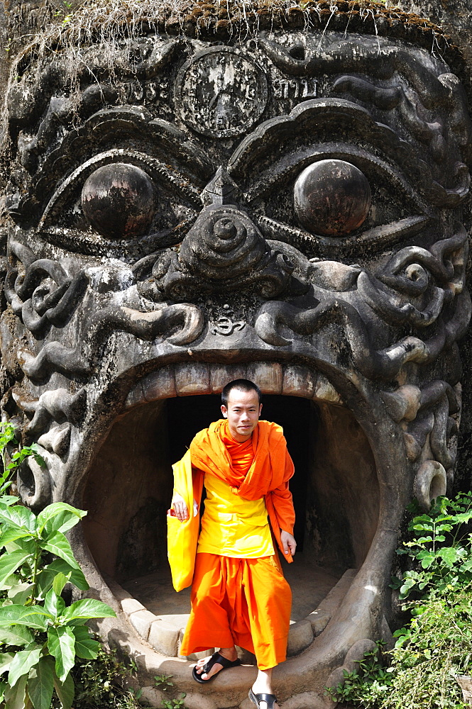 Monk and statue, Xieng Khuan (Buddha Park), Vientiane, Laos, Indochina, Southeast Asia, Asia