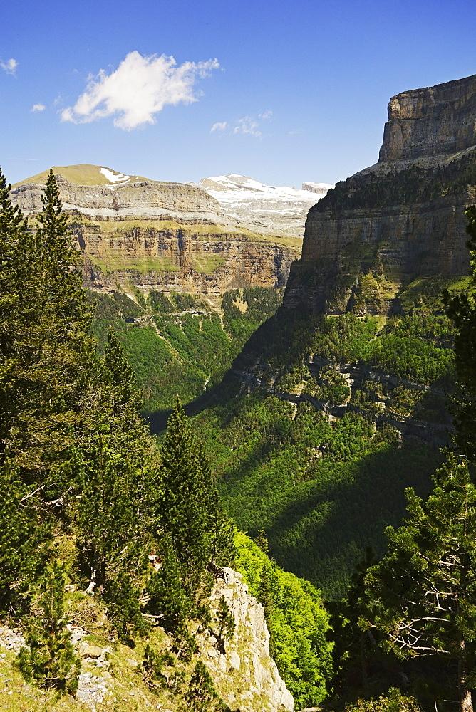 Valle de Ordesa, Parque Nacional de Ordesa, Central Pyrenees, Aragon, Spain, Europe - 756-2838